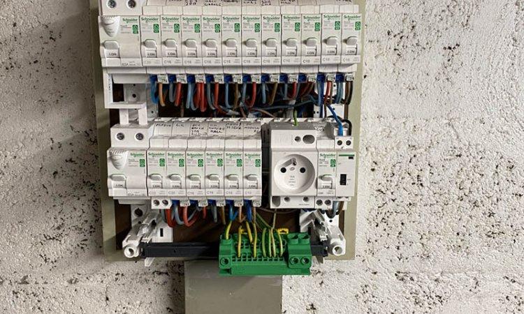 Avant / Après : électricité générale à Meximieux